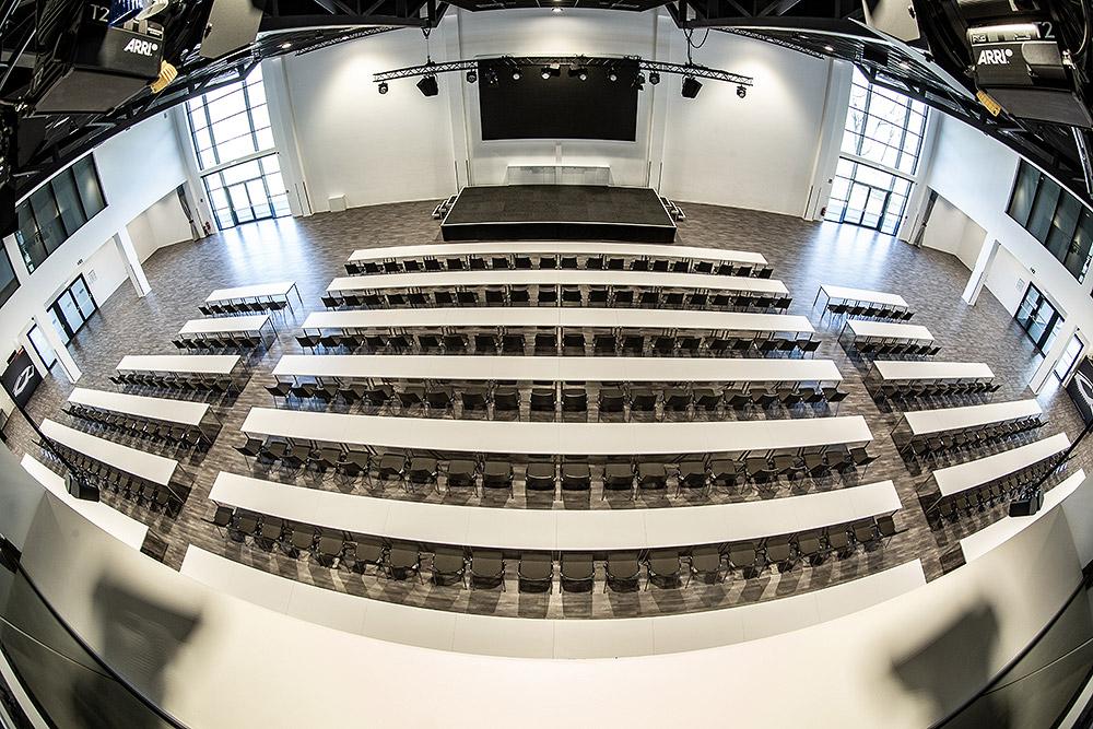 Steigerwaldstadion - Parksaal - Parlamentbestuhlung
